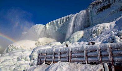 Freezing Temperatures Turn Niagara Falls Into a Winter Wonderland